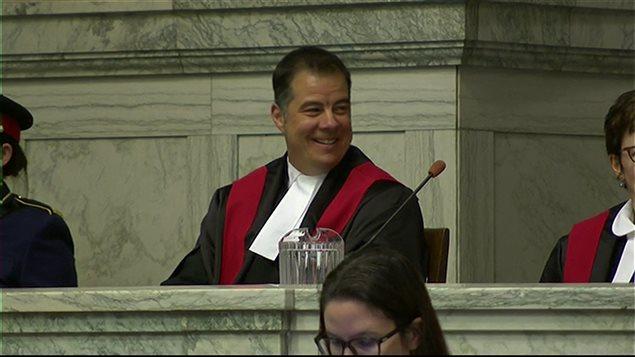 Kael McKenzie, assermenté à Winnipeg, est devenu « le premier juge transgenre du Canada »