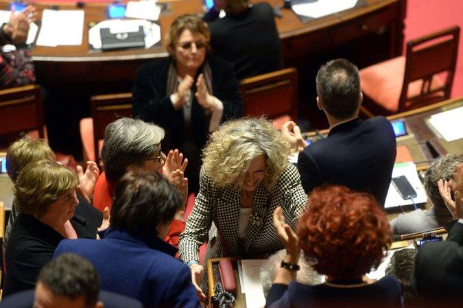 L'Italie accorde une union civile « édulcorée » aux couples de même sexe, sans devoir de fidélité ni droit à l'adoption (VIDEO)