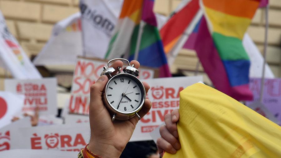 Le vote sur les « unions civiles » entre conjoints de même sexe en Italie reporté sous la pression d'alliés de Matteo Renzi