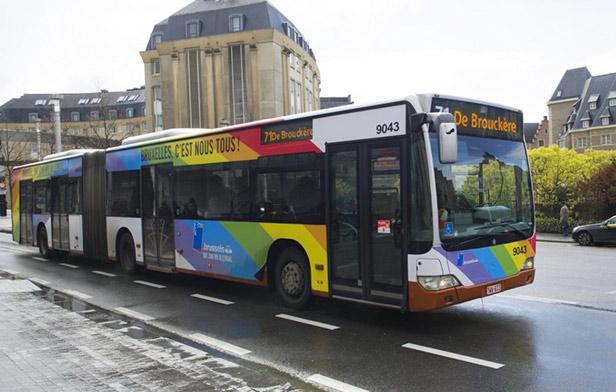 « Bruxelles, c'est nous tous » : Bus et tram aux couleurs de l'arc-en-ciel pour célébrer la diversité