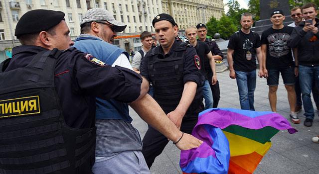 Inquiétude de la communauté LGBT en Russie après l'assassinat d'un journaliste homosexuel