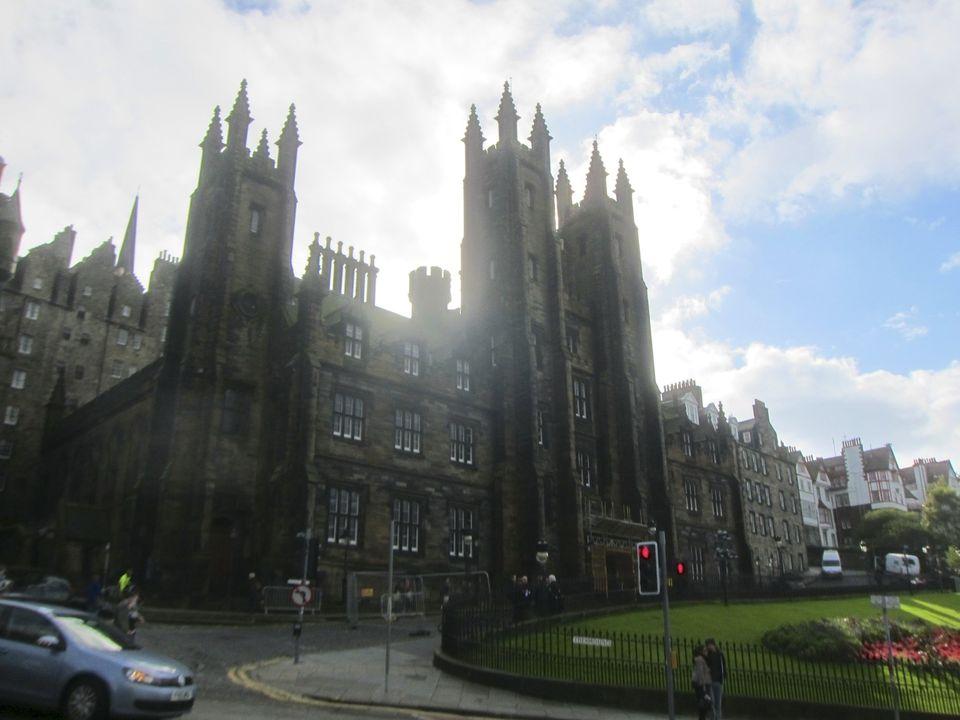 Édimbourg : L'Eglise protestante d'Ecosse vote en faveur de l'ordination d'homosexuels mariés