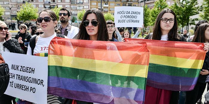 Le Kosovo accueille la première « Pride » de son histoire à l'occasion de la journée mondiale de lutte contre les LGBT-phobies