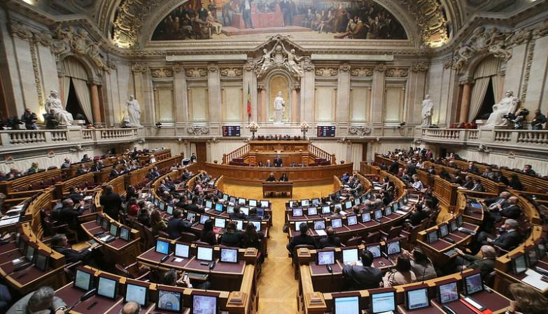 Le Portugal ouvre la PMA à toutes les femmes et le recours à la GPA sous certaines conditions