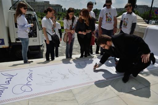 Roumanie : « 3 millions de signatures » et une proposition d'amendement constitutionnel contre le « mariage gay »