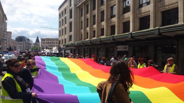 Témoignages : Bruxelles vibre aux couleurs de la Pride mais l'homophobie continue de sévir en Belgique (PHOTOS/VIDEOS)