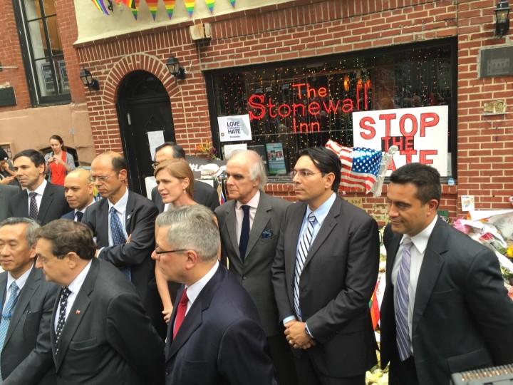 New York : des diplomates de l'ONU au « Stonewall Inn » pour promouvoir les droits des minorités sexuelles