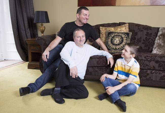 Dans l'intérêt des enfants, les couples homosexuels écossais vivement « encouragés » à adopter