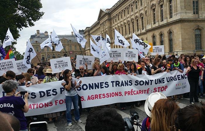 Marche de fiertés 2016 : Des milliers de participants à Paris, pour une édition sous haute surveillance (Reportage VIDEO)