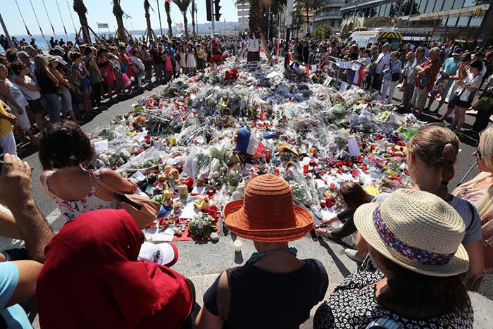 Nous sommes unis 🇫🇷 : Une minute de silence en hommage aux victimes de l'attentat de Nice (VIDEO)