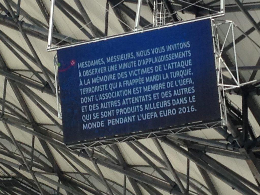 L'UEFA : une minute de silence et d'applaudissements en hommage « aux victimes des attentats récents »