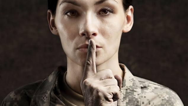 Un groupe d'ex-militaires lesbiennes exige des excuses d'Ottawa pour « harcèlement et intimidation »