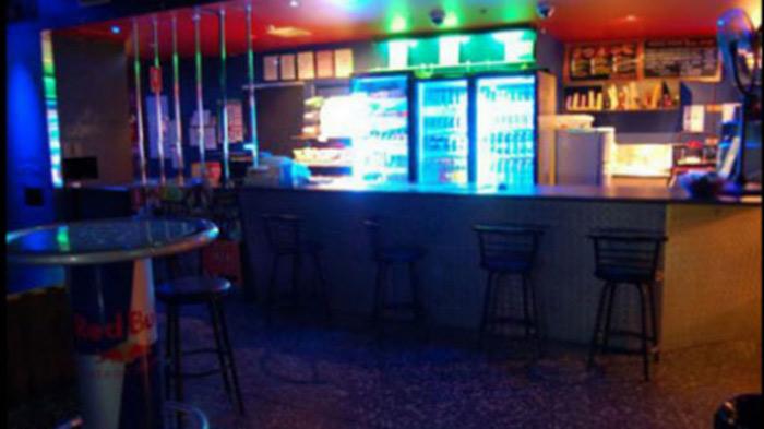 Un homme inculpé pour avoir rempli un distributeur de lubrifiant avec de l'acide dans un club gay de Sydney