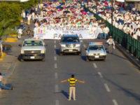 Au Mexique, ce garçon de 12 ans qui voulait arrêter seul une manif anti-mariage gay (VIDEO)