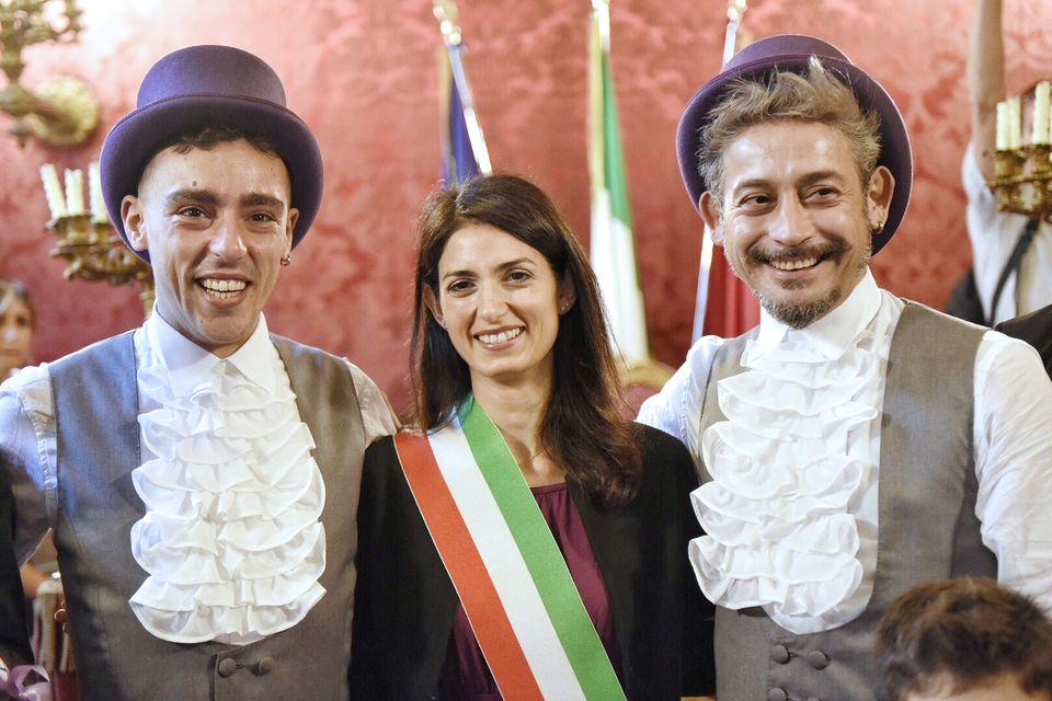 Rome célèbre sa « première union civile de même sexe » depuis l'adoption de la loi (VIDEO)
