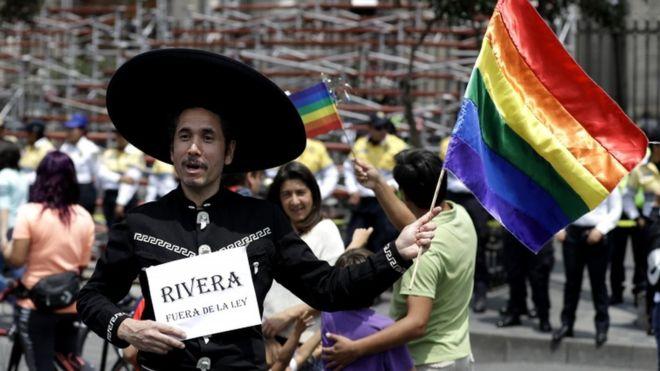 Plusieurs centaines de manifestants dans les rues de Mexico pour soutenir les droits des homosexuels