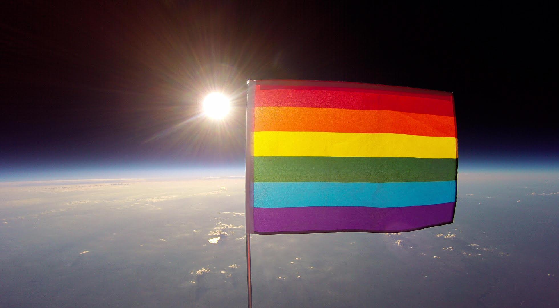 Un drapeau arc-en-ciel dans l'espace pour « promouvoir les libertés fondamentales qui élèvent l'humanité » (VIDEOS)