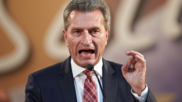 Allemagne : Tollé après les propos « racistes et homophobes » du commissaire européen Günther Oettinger (VIDEO)