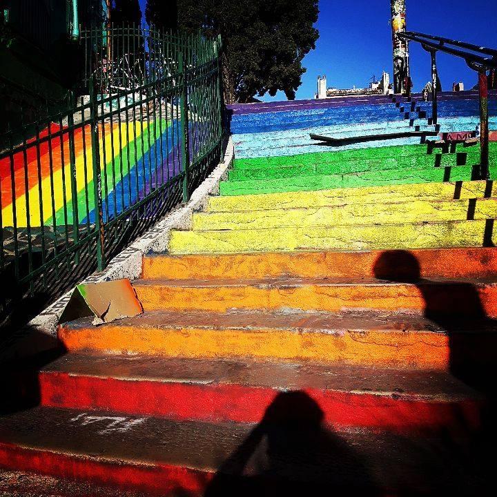 Diversité : Les marches de l'escalier du Cours Julien à Marseille repeintes aux couleurs de l'arc-en-ciel