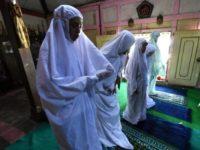 En Indonésie, des musulmanes transgenres bravent « l'interdit » après la fermeture de leur école