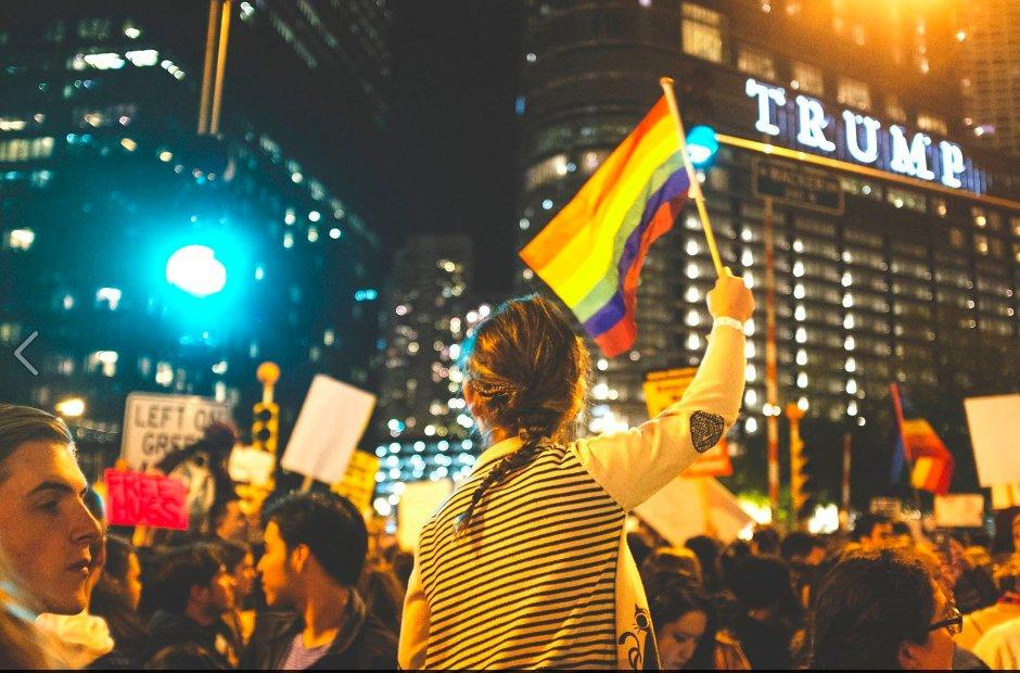 Victoire électorale de Donald Trump : une dizaine de suicides et des cellules d'écoute urgence LGBT saturées (VIDEOS)