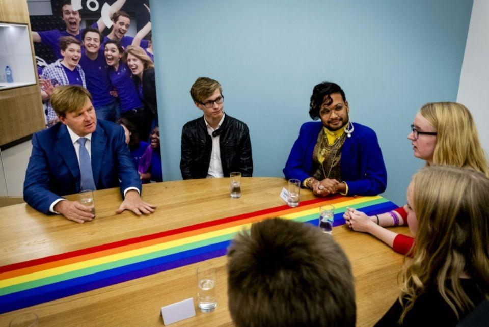 Pays-Bas : Le roi Willem-Alexander rend visite, pour la première fois, à la communauté gay