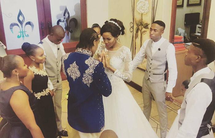 A Pretoria, l'athlète sud-africaine Caster Semenya épouse sa compagne Violet Raseboya