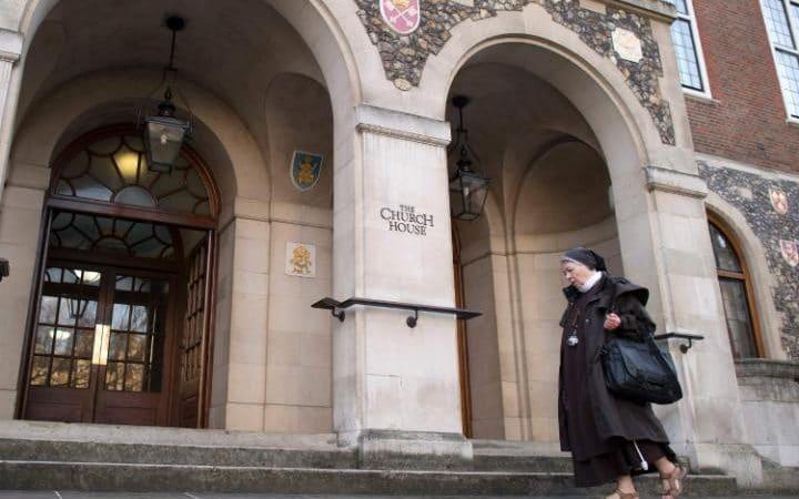 Le Synode de l'Eglise d'Angleterre rejette l'examen d'un rapport excluant le mariage égalitaire (VIDEO)
