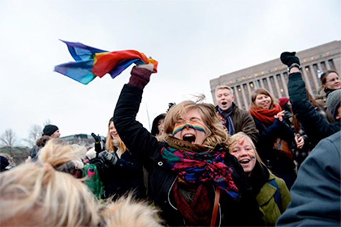 Mariage pour tous : Deux ans après son adoption en Finlande, le Parlement entérine le texte