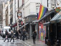 Balade dans le Soho d'autrefois, paradis des noceurs et fragile refuge des gays londoniens (REPORTAGE)