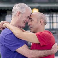 Vulnérabilités spécifiques aux seniors LGBT : « autant de souffrances qui appellent des réponses adaptées »