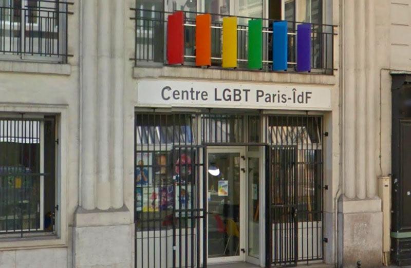 Dépôt de plainte après l'agression d'une militante transgenre devant le Centre LGBT Paris Île-de-France (VIDEO)