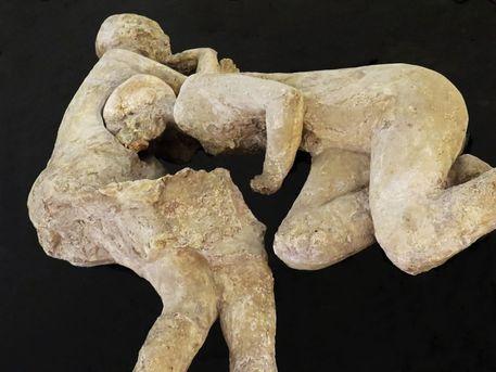 Enlacés depuis deux millénaires, les célèbres « amants de Pompéi » était un couple d'hommes, révèle leur ADN