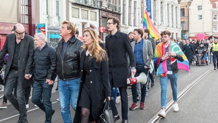 Manifestations de solidarité aux Pays-Bas après l'agression d'un couple gay qui marchait « main dans la main » (VIDEOS)