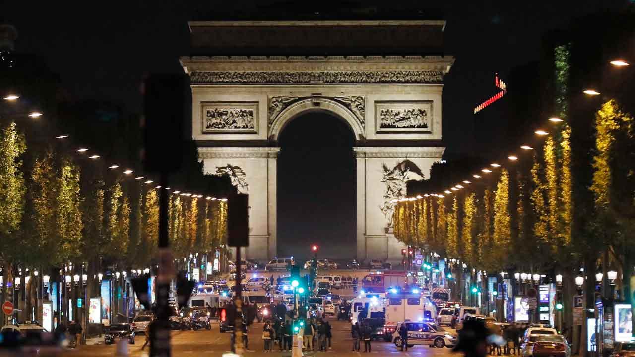 Fusillade sur les Champs Élysées : solidarité avec les victimes et la famille du policier tué, adhèrent de Flag !