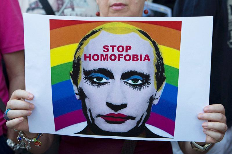 Propagande anti-gay : Poutine bannit les portraits suggérant sa « prétendue orientation sexuelle non-conforme »