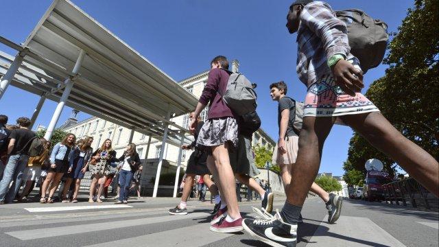 « Journée de la Jupe » dans tous les lycées français pour dénoncer les inégalités hommes-femmes (VIDEO)