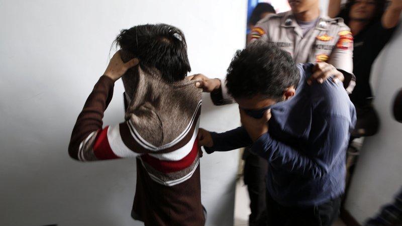 Deux jeunes Indonésiens condamnés à 85 coups de canne pour « relations homosexuelles »