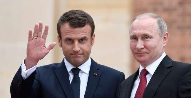 Emmanuel Macron interpelle Poutine sur le sort des homosexuels en Tchétchénie et des ONG en Russie (VIDEOS)