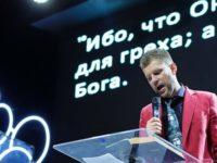 En Russie, thérapeutes et religieux proposent prières et hypnose pour « soigner » les homosexuels