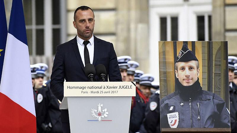 Etienne Cardiles marié à titre posthume avec son compagnon Xavier Jugelé, policier assassiné sur les Champs-Élysées (VIDEO)