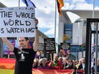 Tchétchénie : Un adolescent gay de 17 ans « jeté » du 9ème étage par son oncle, « pour laver l'honneur de la famille »
