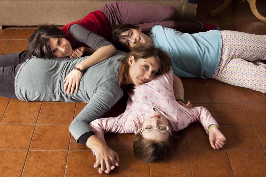 « Rara » : Immersion dans le quotidien d'une famille qui a ouvert le débat sur l'homoparentalité au Chili (VIDEO)