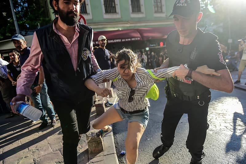 Gaz lacrymo et balles en caoutchouc pour disperser la Pride d'Istanbul : Plus d'une vingtaine d'arrestations (VIDEOS)