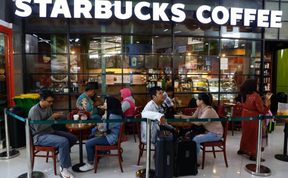 Après la Malaisie, des organisations islamiques indonésiennes appellent au boycott de Starbucks accusé d'être pro-LGBT