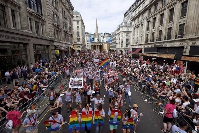 London Pride : Plus d'un million de personnes pour délivrer « un message d'espérance, d'activisme et d'amour » (VIDEOS)