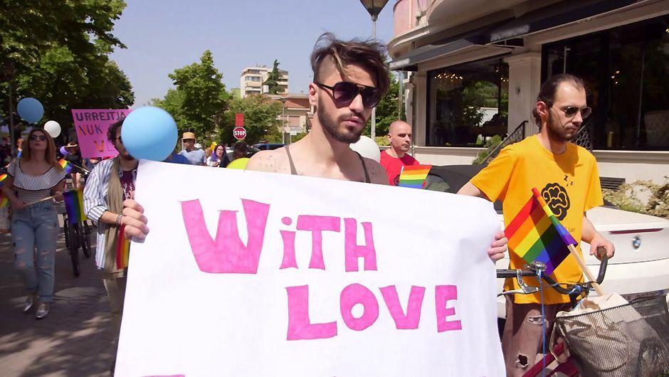 Vivre son homosexualité en Albanie, « où afficher sa différence demande beaucoup de courage » (Reportage/VIDEO)