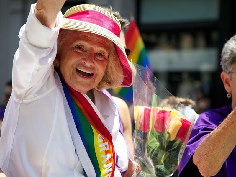 Hommage à Edith Windsor, icône et pionnière américaine de la lutte pour les droits des LGBTQ (VIDEOS)