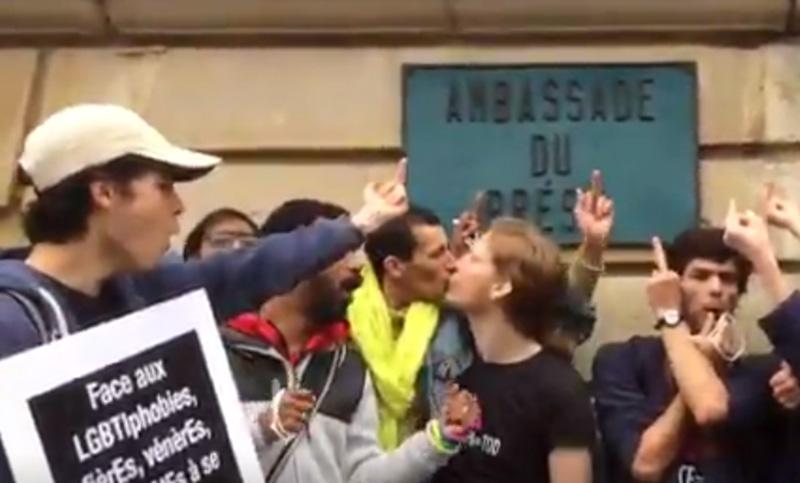 Act Up-Paris exprime sa colère après l'autorisation des « thérapies de conversion » au Brésil (VIDEOS)
