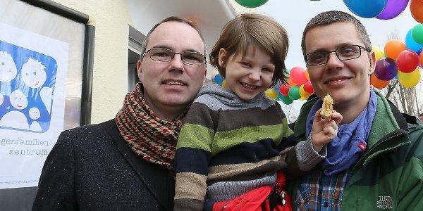 Première adoption d'un enfant par un couple homosexuel prononcée à Berlin : « Un grand pas pour les gays et lesbiennes »